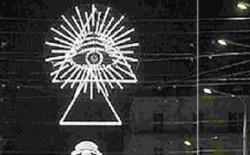 """Bologna e le strane luminarie. Grande Oratore Bonvecchio, """"Nel duomo di Milano c'è un occhio con i raggi: significa forse che è legato a P2?"""""""