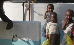 Costruito un pozzo a Mabuani, in Kenya. La solidarietà dei Fratelli romani segno di speranza per i bambini del villaggio