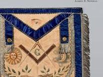 """""""The Badge of a Freemason"""", la storia della Massoneria in 100 grembiuli"""