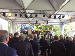 Seguendo Dante, il Gran Maestro Bisi sul palco con i rappresentanti delle Massonerie estere ospiti del Grande Oriente