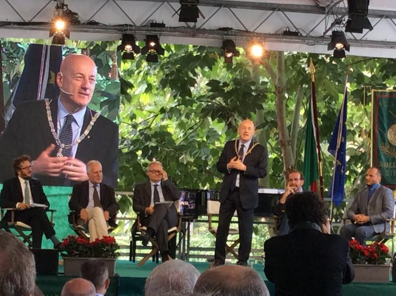 Seguendo Dante, il dibattito al Vascello. Da sinistra, Luigi Di Corato, Eugenio Giani, Mario Mauro, Riccardo Nencini, Nico Piro