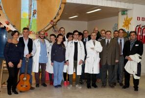 Siena, foto di gruppo nel reparto pediatrico delle Scotte
