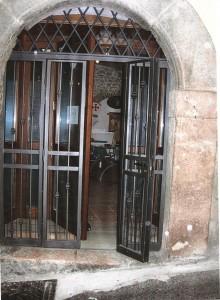 Ingresso della sede del Grande Oriente a Rieti in via del Porto