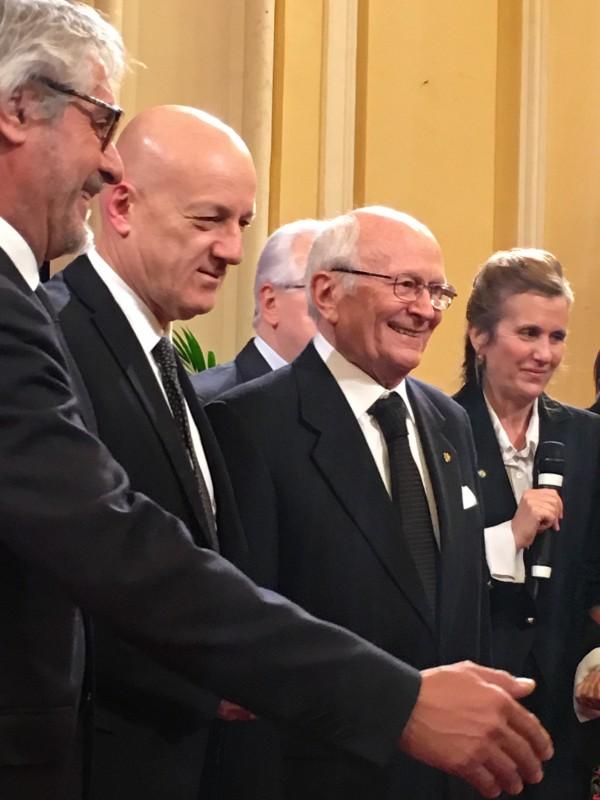 Al centro da sinistra, il dott. Stefano Bisi, Gran Maestro del Grande Oriente d'Italia e l'avv. Antonio Binni, Sovrano Gran Commendatore e Gran Maestro della Gran Loggia d'Italia.