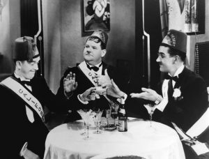 Gli Shriners Stan Laurel e Oliver Hardy nel film Sons of the Desert del 1933