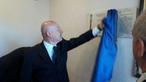Il Gran Maestro scopre la targa in onore di Elvio Nocentini