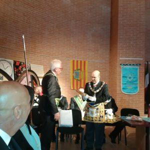 Il tradizionale scambio dei doni tra il Gran Segretario Michele Pietrangeli e il Gran Maestro Oscar De Alfonso Ortega