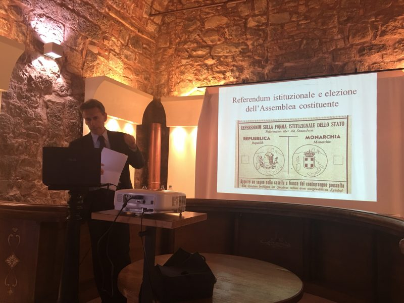 Il Prof. Daniele Pasquinucci durante la sua relazione alla conferenza della mattina