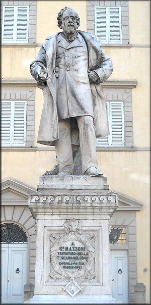 Prato. Monumento a Giuseppe Mazzoni in Piazza Duomo