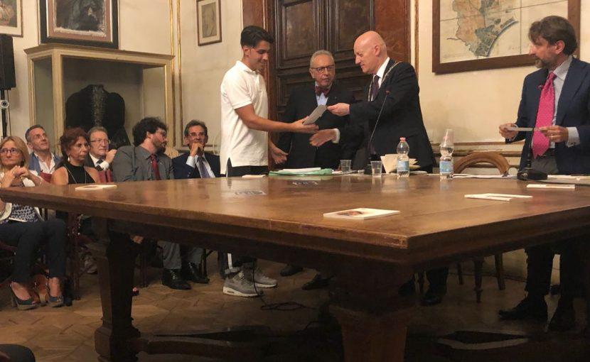 Durante la presentazione a Napoli del libro Massofobia il Goi premia i ragazzi di Torre Annunziata che hanno salvato la loro insegnante