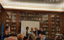 Un successo la Biennale della Poesia. Tanti vip, tanto pubblico, l'omaggio a Quasimodo, il Nobel libero muratore… e Sgarbi che difende appassionatamente la Massoneria