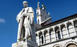 Lucca. Monumento a Burlamacchi, taglio del nastro dopo il restauro (il video dello svelamento)