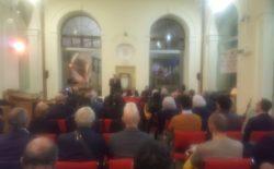 """""""Mitra e Compasso. Riflessioni sui rapporti tra Massoneria e Chiesa"""". Incontro a Teramo con il Gran Maestro. Prossimo appuntamento il 27 a La Spezia"""