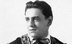 Ricordando il fratello Tito Schipa, grande tenore che con la sua voce ha dato lustro all'Italia